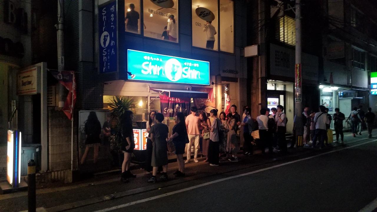 博多とんこつラーメン行列