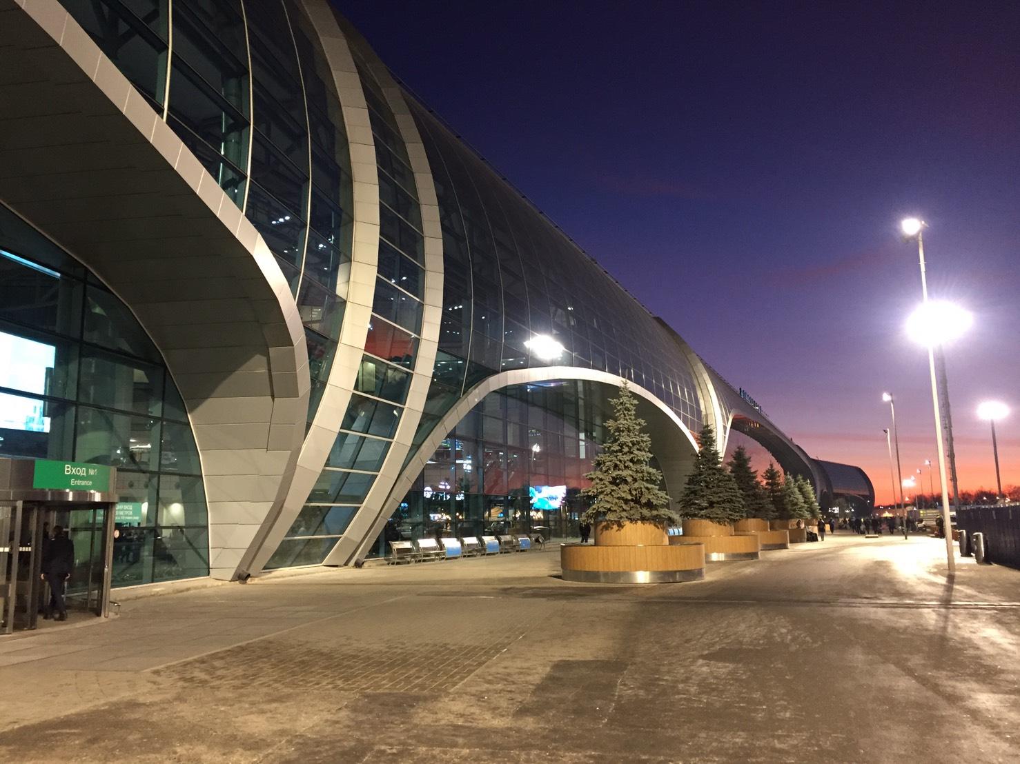 モスクワ ドモジェードボ空港