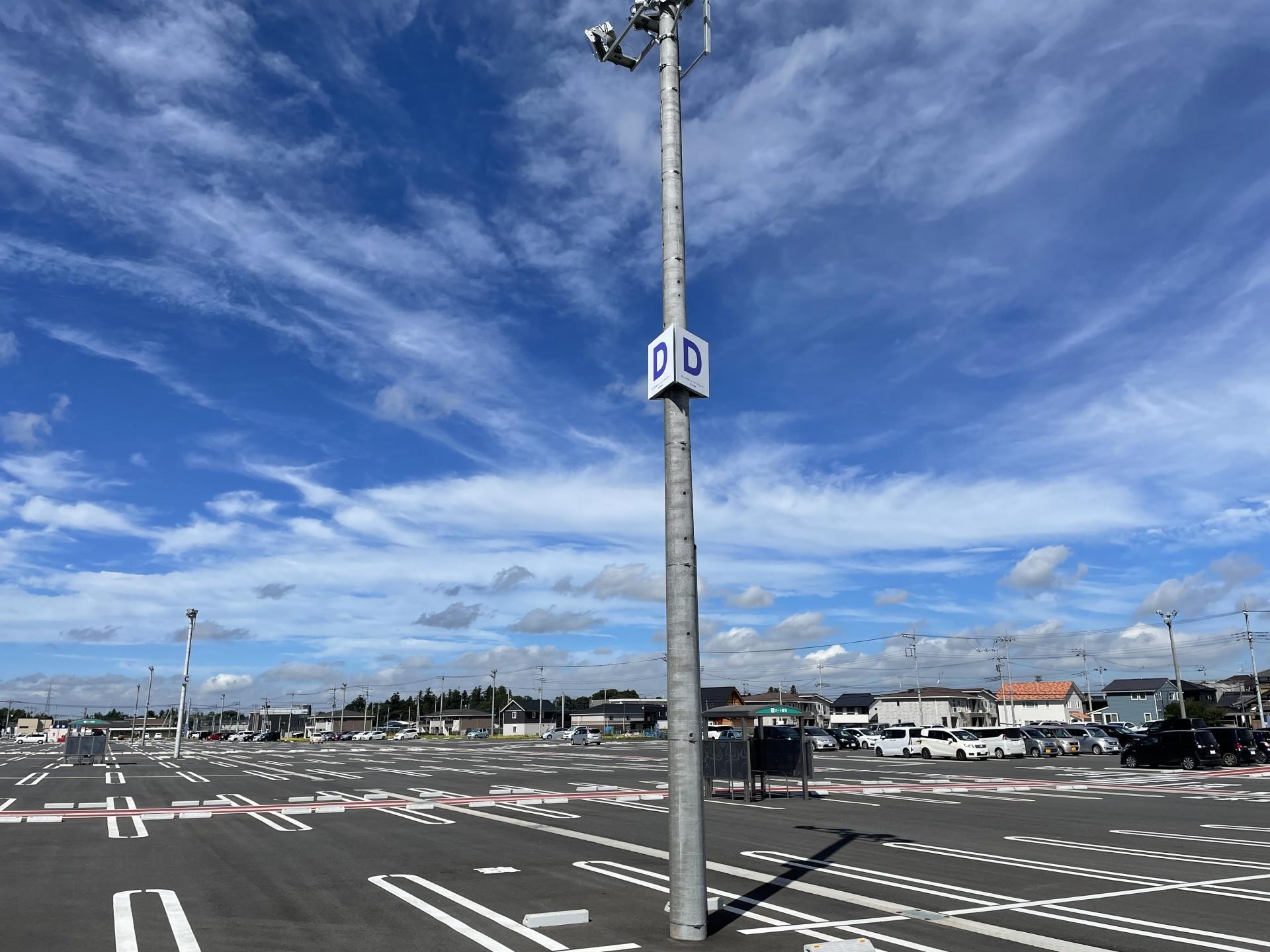 茨城県つくば市 ショッピングセンター駐車場に駐車エリアの看板を施工致しました。